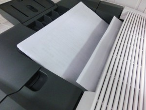 コピー機で印刷した時に用紙に黒い筋が・・・